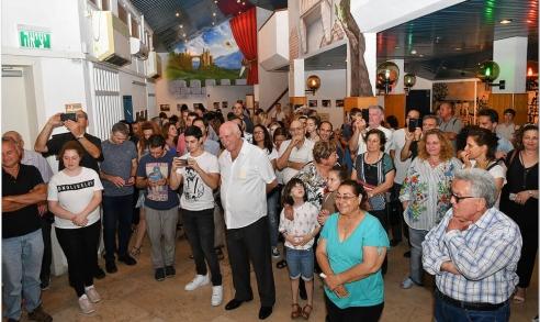 אנשים מהקהל בתערוכה של הלל