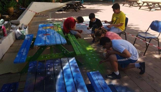 כישרונות התלמידים בציורים בבית ספרם