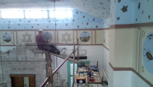 ציור בבית כנסת בתהליכים
