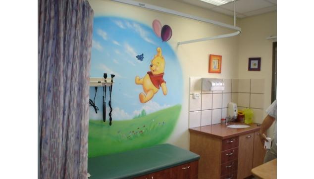 ציור קיר פו הדוב חדר המתנה