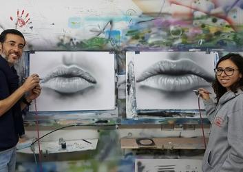 שפתיים שצויירו בעזרת איירבראש