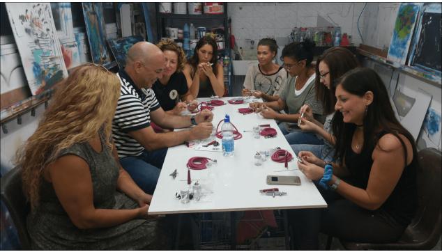 תלמידי הקורס להכשרת ציירי איירבראש וקירות