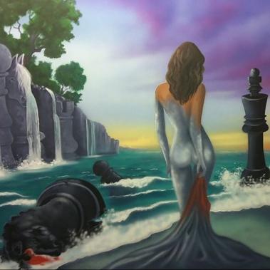 אישה ברקע משחק שחמט בים
