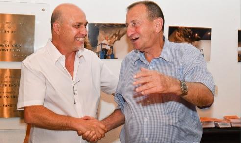 הלל לזרוב עם רון חולדאי ראש עיריית תל אביב