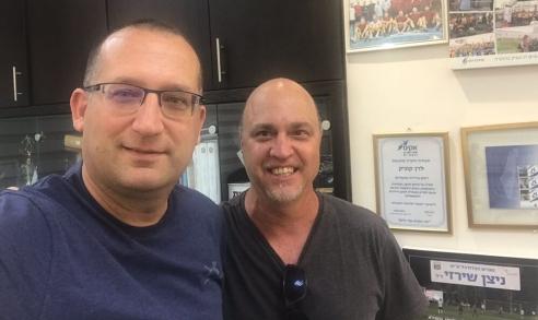 הלל לזרוב עם רן קוניק ראש עיריית גבעתיים