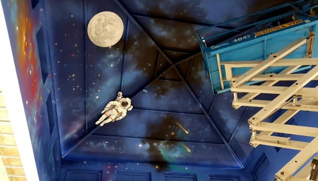 ציורים על תקרה חלל אסטרונאוט