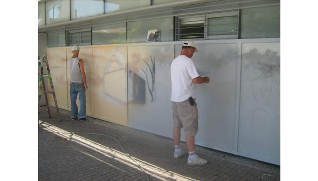 ציורי קיר במהלך העבודה