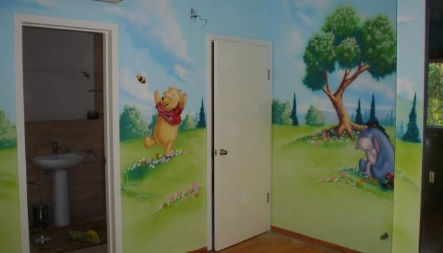 ציור על כל החדר פה הדב