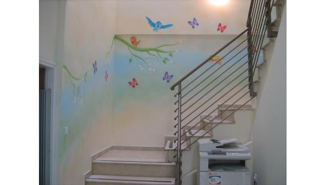ציור קיר בחדר המתנה במרפאה