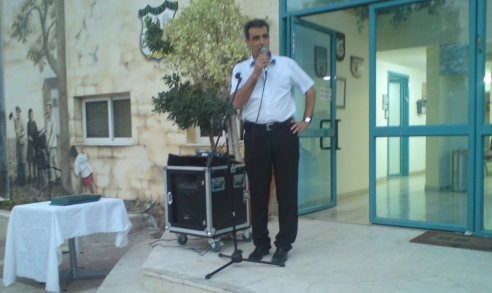 נאום במתחם בית ספר