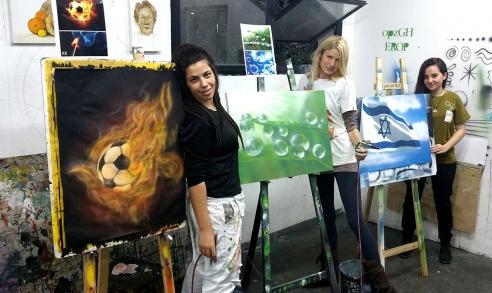 מגוון ציורים של תלמידים