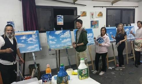 תלמידים מציירים את השמיים