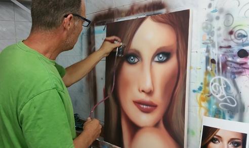 ציור של אישה